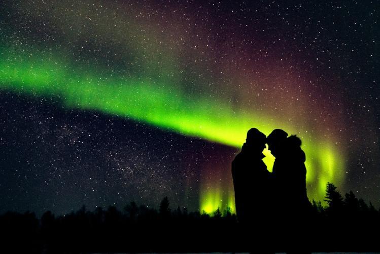 020 - northern lights wedding photo