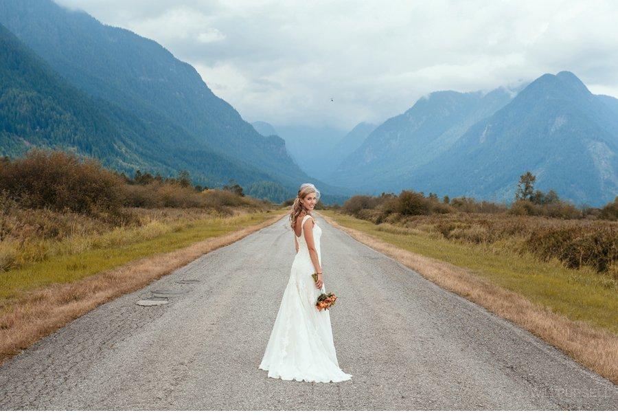 wedding photo mountains vancouver