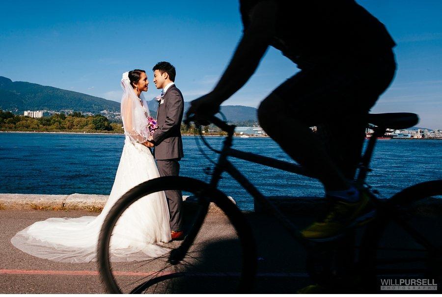 stanley park seawall wedding photo