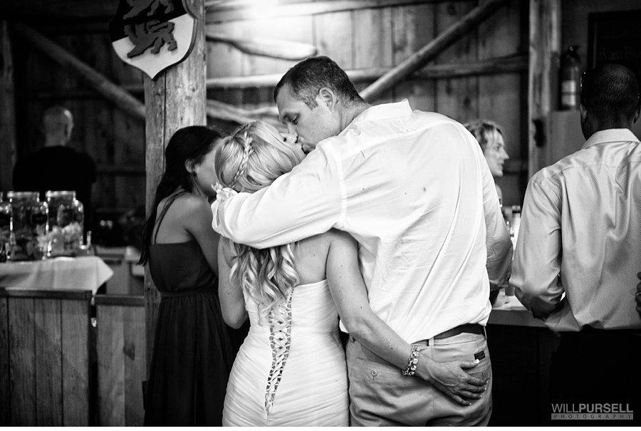 candid barn wedding photos