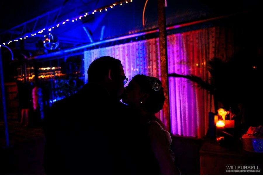 kiss silhouette