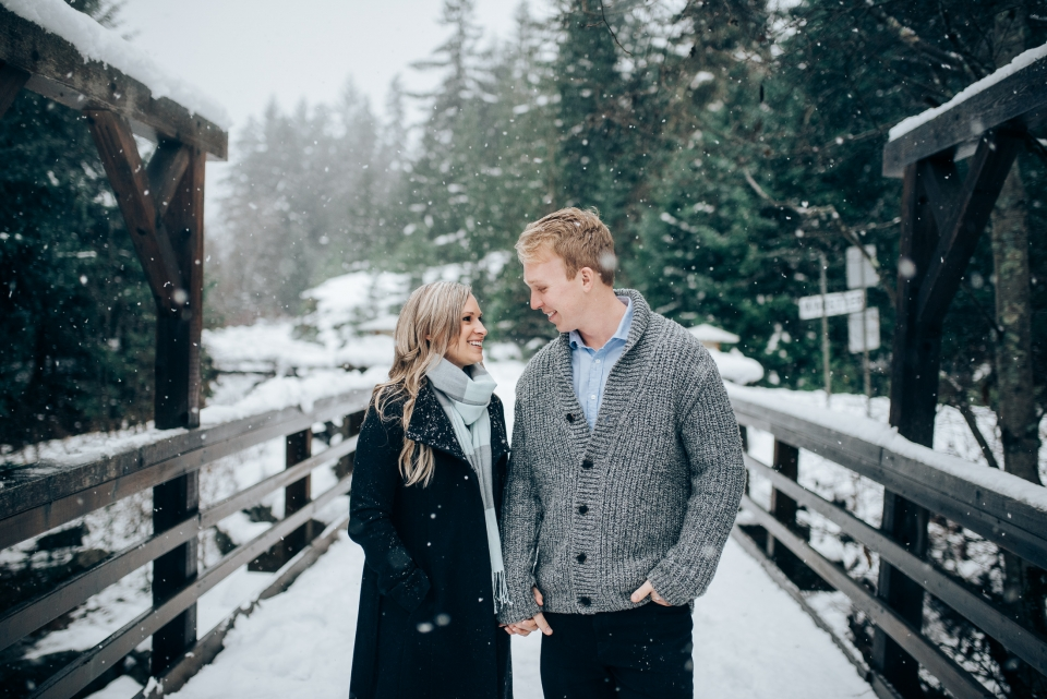 snowy_outdoor_engagement_photos_whistler