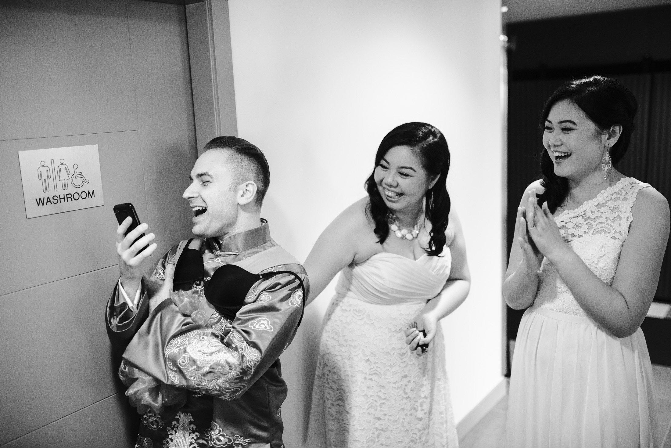 011 - groom sing