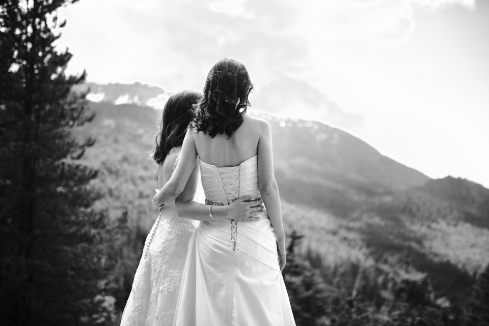 008 - two brides in front of mountains