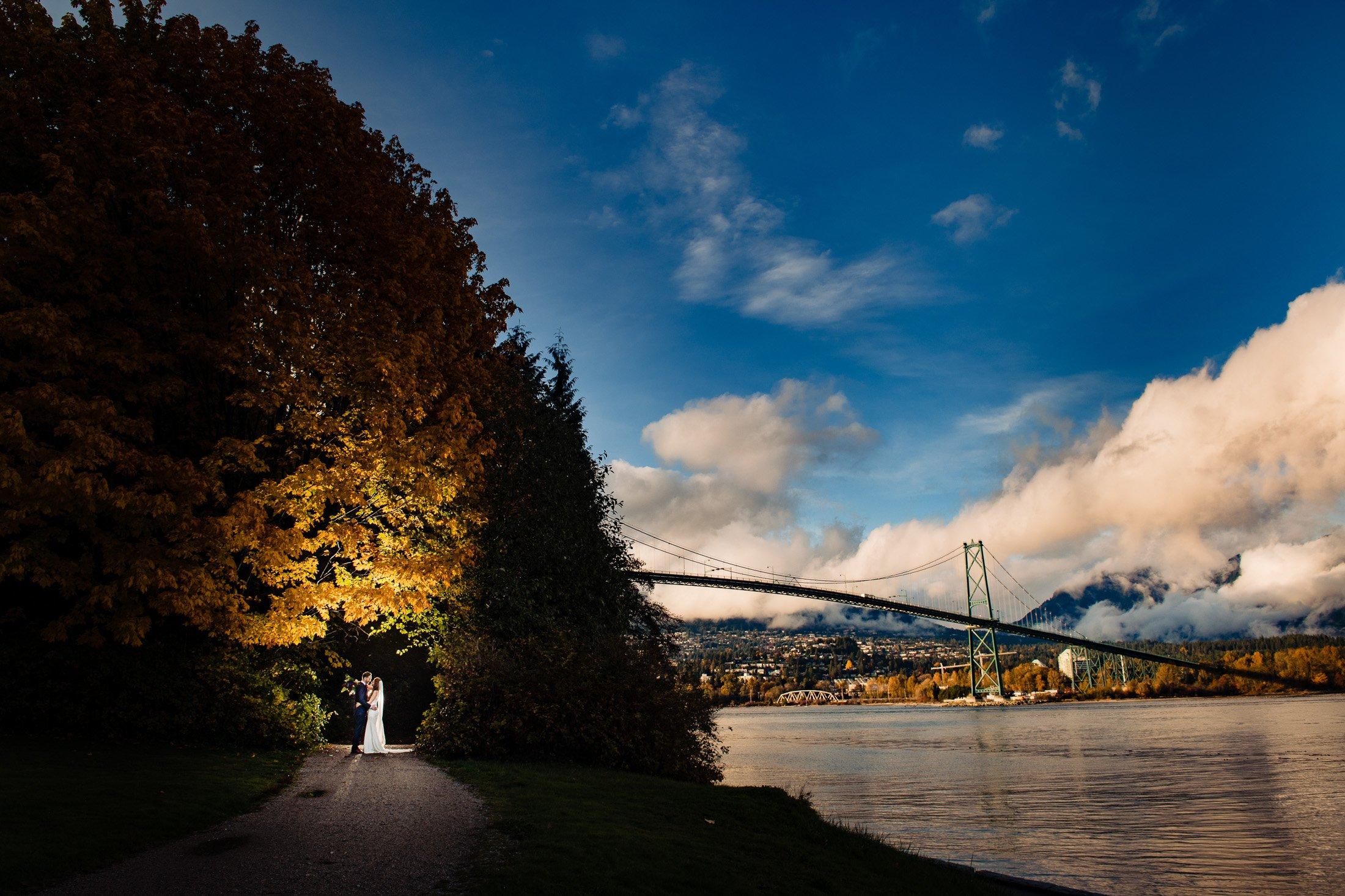 037 - lionsgate bridge seawall wedding photos